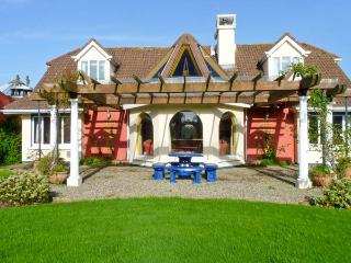 BALLYSHEEN HOUSE, semi-detached cottage, two open fires, shared use of tennis courts, near Rosslare Harbour, Ref 24503 - Rosslare Harbour vacation rentals