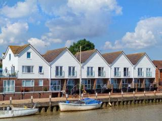 RIVER VIEW, first floor apartment, romantic retreat, walking distance to town amenities, in Rye, Ref 27218 - East Sussex vacation rentals