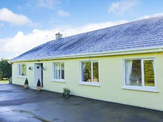 APPLEWOOD, open fire, en-suite, bright and airy detached cottage in Ballygarrett, Ref. 29948 - Morriscastle vacation rentals