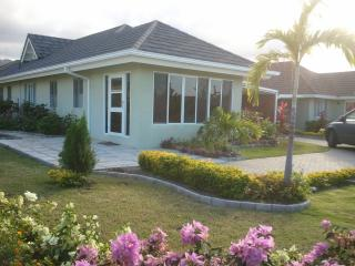 3 DBL BED VILLA SLEEPS 6 - INCLUDES HOUSEKEEPER - Priory vacation rentals