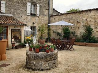 B & B in the heart of the Piotou-Charentes. - Deux-Sevres vacation rentals