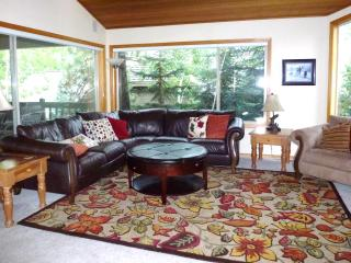 Sleeps 10 Family Home - 10 Unlimited SHARC Passes - Sunriver vacation rentals