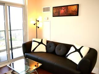 Fully Furnished Luxury Condo in Mississauga ON - Mississauga vacation rentals