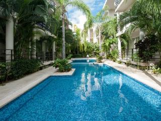 Central condo near the beach. Aqua Terra 101 - Playa del Carmen vacation rentals