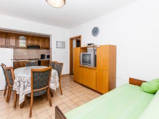 Apartments Šima - 32091-A1 - Vinisce vacation rentals