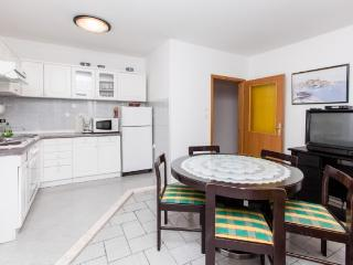 Apartments Šima - 32091-A3 - Vinisce vacation rentals