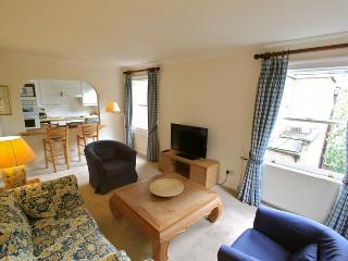 Cheniston Gardens, (IVY LETTINGS). Fully managed, free wi-fi, discounts available. - London vacation rentals