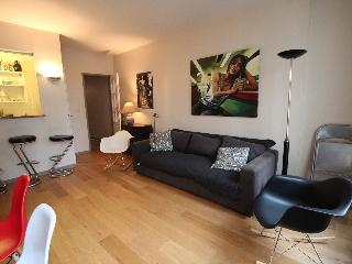 Louvre - Saint Honore spacious flat - London vacation rentals