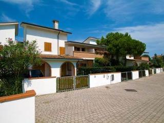 Residence dei Lecci ~ RA33430 - Eraclea Mare vacation rentals