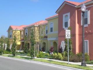4BR Townhouse with pool,  10 min from Disney! - Kissimmee vacation rentals