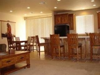 Open floor plan in kitchen, living and dining area. You have access to patio and spectacular views. - # 2012 Las Palmas - Saint George - rentals