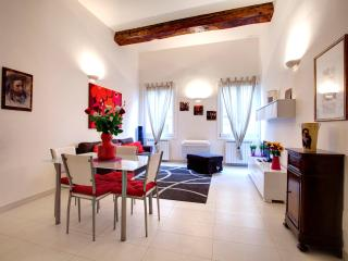 Bright Red Suite, sunny ap. front Medici Chapel - Florence vacation rentals