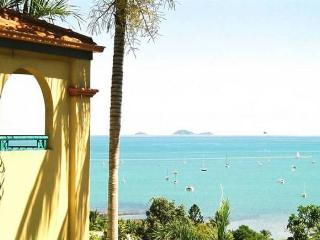 STUNNING RESORT PENTHOUSE -  right in town centre. - Whitsunday Islands vacation rentals