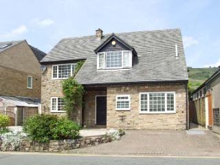 LOWER LANE HOUSE, patio with furniture, open fire, two sitting rooms, Ref 904192 - Chinley vacation rentals