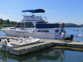 Mazu, the most waterfront cottage boat in Maine - Mid-Coast and Islands vacation rentals