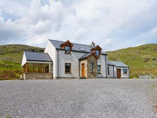 BLUE STACK HOUSE, detached cottage with stunning views, en-suite, stove, close Donegal Ref 906503 - Donegal vacation rentals