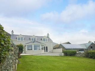 TOP HOUSE, enclosed garden, eco-friendly, WiFi, en-suite bathroom, Ref 912303 - Llanfaethlu vacation rentals