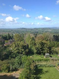 WESTLEIGH, fantastic views, flexible sleeping, WiFi, walking and cycling from the doorstep, near Malvern, Ref. 913171