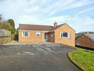 CHARNWOOD, fantastic location, five bedrooms, enclosed garden, in Sleights, Ref. 903654 - Sleights vacation rentals