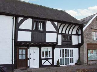 THE QUEEN'S TRUSS, black and white timbered cottage, close to amenities, in Weobley, Ref 22397 - Ludlow vacation rentals