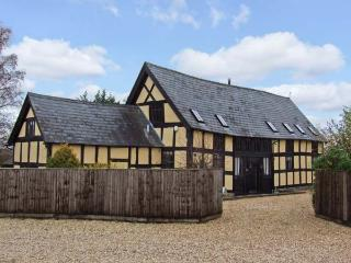 STOCKS BARN, detached barn conversion, woodburner, WiFi, off road parking, garden, in Hereford, Ref 26508 - Herefordshire vacation rentals