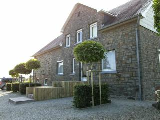 Holiday house for groups in the Ardennes  for up to 18 people in Heppenbach - BE-1075582-Halenfeld - Halenfeld vacation rentals