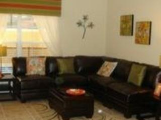 Living area - Luxury 3 bedroom Town House with Splash Pool (just 4.5 miles to Disney). - Orlando - rentals