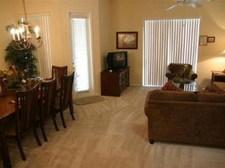 2 Story 4 bedrooms and spacious pool - Orlando vacation rentals