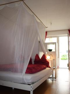 Feeling privat, centrally located & yet very quiet - Cologne vacation rentals