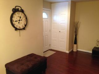 ABSOLUTELY BEAUTIFUL RENTAL TOWNHOME! - Hoffman Estates vacation rentals