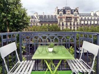 016 Madeleine Balcony Studio - 3rd Arrondissement Temple vacation rentals