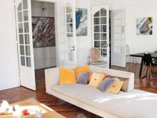 **LIGHT AND AIRY 2 BEDROOM APARTMENT - LE MARAIS** - 3rd Arrondissement Temple vacation rentals