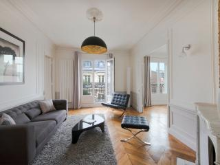 ***Last Minute***Fantastic 2 bedroom Apartment***Champs Elysees Chic - London vacation rentals