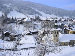 **SUPER MORZINE APARTMENT FOR 6 WITH BALCONY** - Morzine vacation rentals