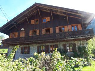 5 BEDROOM CHALET - MORZINE - WRAP AROUND BALCONY! - Haute-Savoie vacation rentals