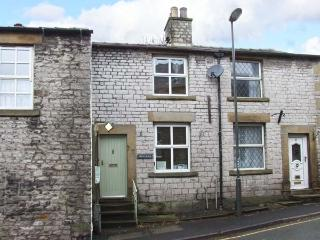 ONE HIGH STREET, central location, WiFi, National Park location, terrace cottage in Tideswell, Ref. 11919 - Tideswell vacation rentals