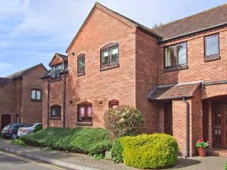 9 BANCROFT PLACE, ground floor apartment, short walk from amenities, off road parking, in Stratford-upon-Avon, Ref. 24856 - Warwickshire vacation rentals