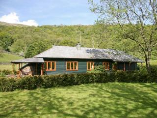 DALESIDE, detached, over three floors, off road parking, lawned gardens, in Kendal Ref 28223 - Kendal vacation rentals