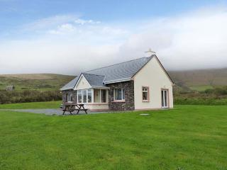 RONAN'S COTTAGE, detached cottage, all ground floor, open fire, parking, garden, near Portmagee, Ref 29833 - Portmagee vacation rentals