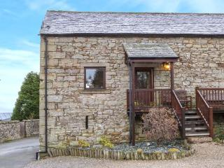 1 SYCAMORE BARN, stone-built barn conversion, front decked balcony, countryside views, in Reagill near Maulds Meaburn, Ref 30515 - Maulds Meaburn vacation rentals