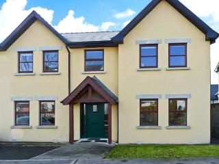 2 ARD NA HABHANN, en-suite facilities, multi-fuel stove and open fire, enclosed garden, near Lough Derg, in Mountshannon, Ref. 3 - County Clare vacation rentals