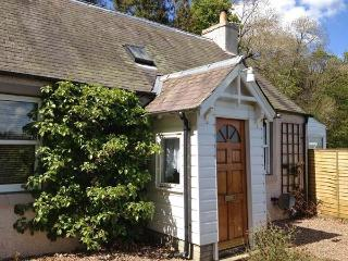 THE CORSES, all ground floor detached cottage, pet-friendly, woodburner, enclsoed garden, near Selkirk, Ref 30635 - Selkirk vacation rentals