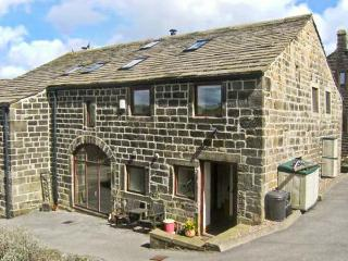 UPPER BARN, open plan living, pet-friendly, WiFi, beautiful countryside in Hebden Bridge Ref. 30843 - Yorkshire vacation rentals