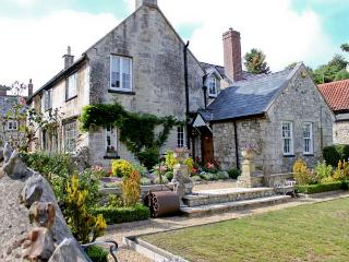 STARRE HOUSE, 16th century manor house, woodburning stoves, walking distance to the beach, ideal for families, in Beer, Ref 3108 - Devon vacation rentals