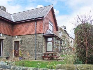 WINDLANDS, romantic base, off road parking, town views, in Buxton, Ref. 31197 - Derbyshire vacation rentals