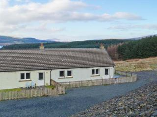 POPPIES COTTAGE, romantic retreat, sauna, woodburner, dogs welcome, terrace cottage near Salen, Ref. 903516 - The Hebrides vacation rentals