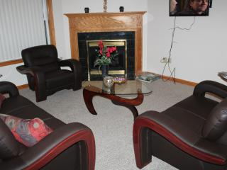 Lakeview, 4 Bdrms, Sleeps 10, near Mt. Airy Casino - Mount Pocono vacation rentals