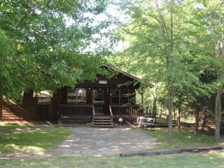 Arboritaville - Vacation Home on 5 Wooded Acres Near Flowing Wells Marina at Lake Texoma - Pottsboro vacation rentals