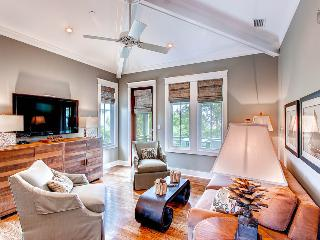 Stylish carriage house with amazing kitchen near Rosemary Beach Cabana Pool - Beach Music Carriage House - Rosemary Beach vacation rentals