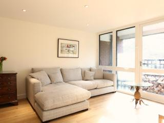 Edith Terrace, two bed, two bath by Fulham Road - London vacation rentals